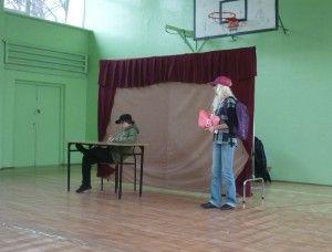 Spektakl pt.: Po drugiej stronie lustra w PSP Nr 2 w Warce, Edukacyjno - Profilaktycznego Teatru dla Dzieci i Młodzieży Moralitet z Krakowa